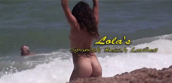Lola loves the Spanish beach 1