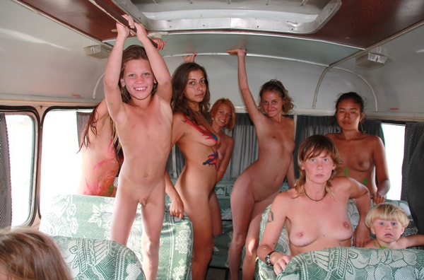 Family Young Nudist – Autocar Nudist Family [Purenudism 2014] set 1