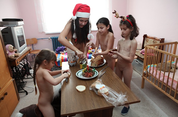 Family Naturist Galleries - Family New Years [Purenudism 2015] set 1