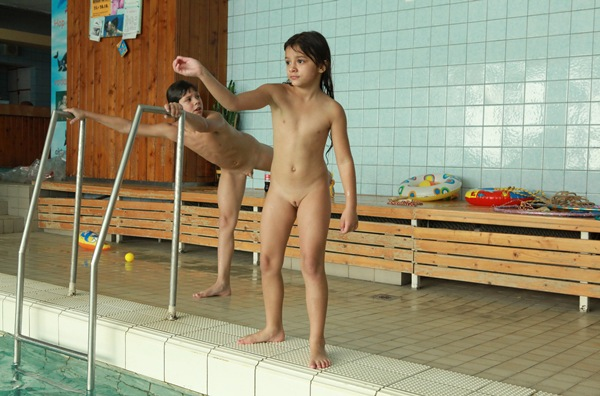 Young Naturist Family – Daylight Pool 2011 [Purenudism] set 1