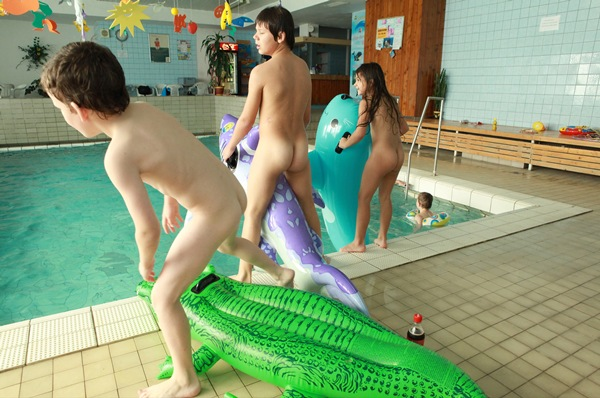 Young Naturist Family – Daylight Pool 2011 [Purenudism] set 2