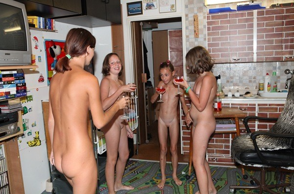 Nudist Family Fhoto - Quiet Time At Home [PureNudism 2015] set1