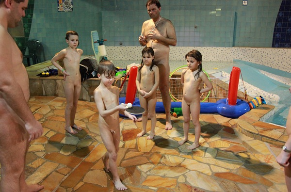Young Naturist Foto – Naturist Club Games [Purenudism 2015] set2
