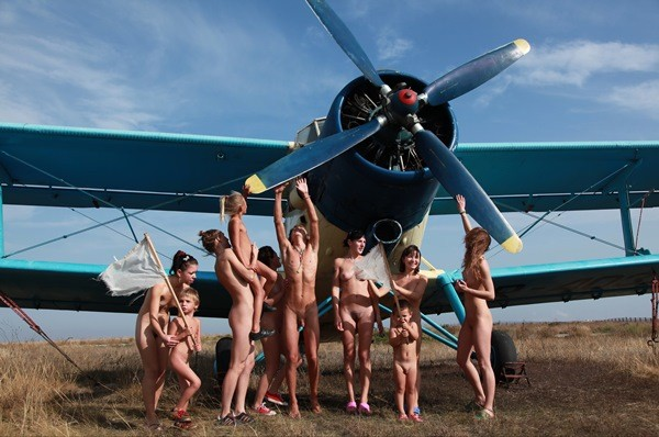 Family Nudist Pics – Field of Airplanes part1 [Purenudism 2016]