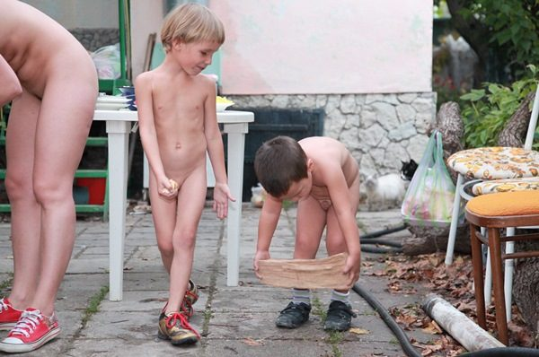 family-naturism-junior-nudist-cozy-backyard-cookout-purenudism-5
