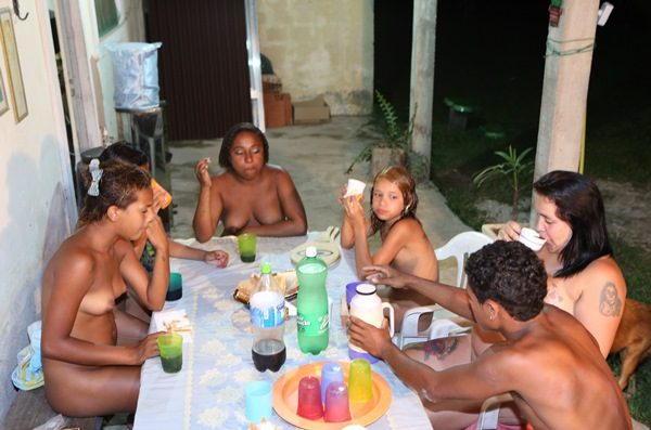 naturist-family-purenudism-nudist-a-family-gathering-1